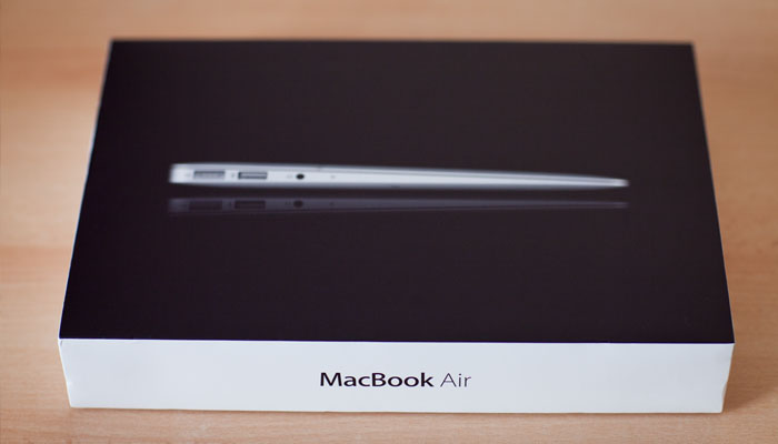 MacBook-Air-unboxing-2012-Riga